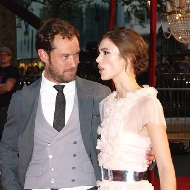 Keira Knightley and Jude Law arriving for the premiere of Anna Karenina