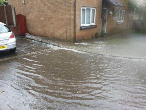Burnham and Highbridge Weekly News: FLOODS: Warning to people returning home after the floods.