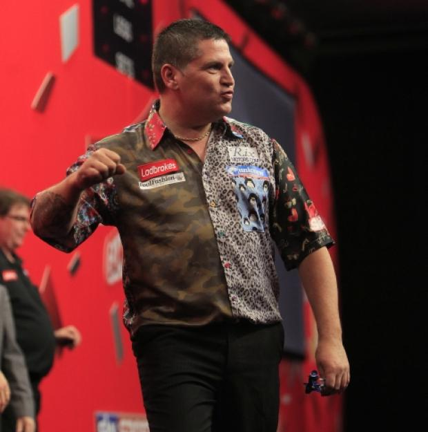 Gary Anderson avoids scare with John Bowles