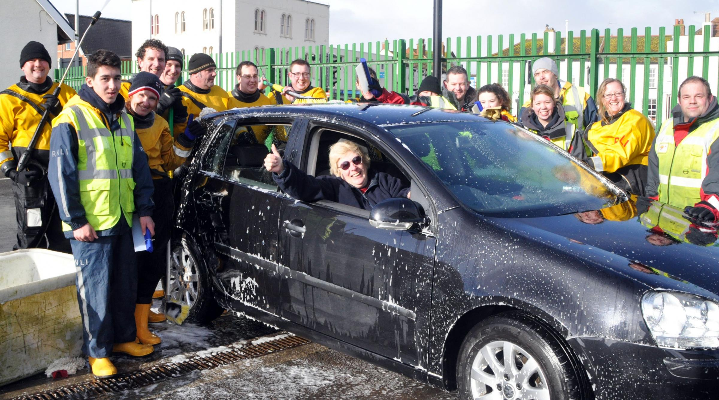 Cars shine in Burnham thanks to RNLI car wash