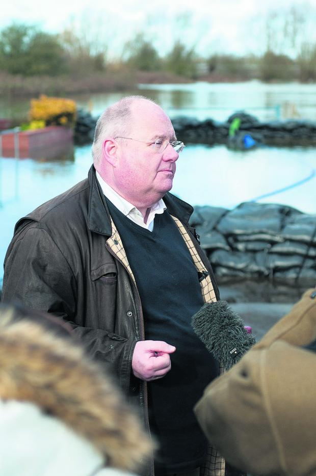 "Burnham and Highbridge Weekly News: SOMERSET FLOODS: Dredging could be ""ready to start"" end of March, says Pickles"