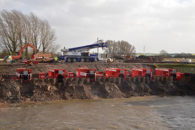 Burnham and Highbridge Weekly News: PICTURE: Dutch pumps deal with floods on the Levels