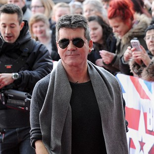 Simon Cowell headed back to the US to be with pregnant partner Lauren Silverman