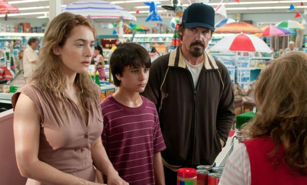 ADELE (Kate Winslet) finds unexpected love with Frank (Josh Brolin), a fugitive and surrogate father for her teenage son (Gattlin Griffith).