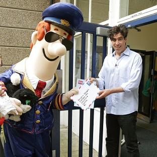 Burnham and Highbridge Weekly News: Stephen Mangan, the voice of Postman Pat in the movie, visited a school with the character
